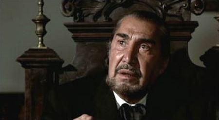 Emilio Fernandez as El Jefe.